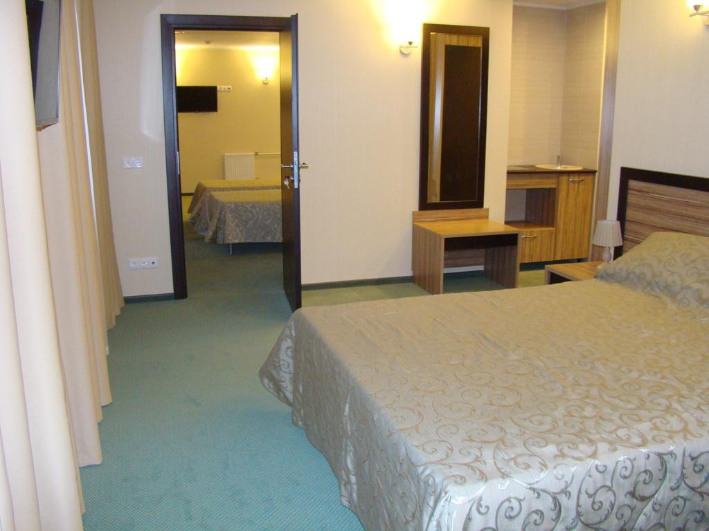 Две отдельные комнаты